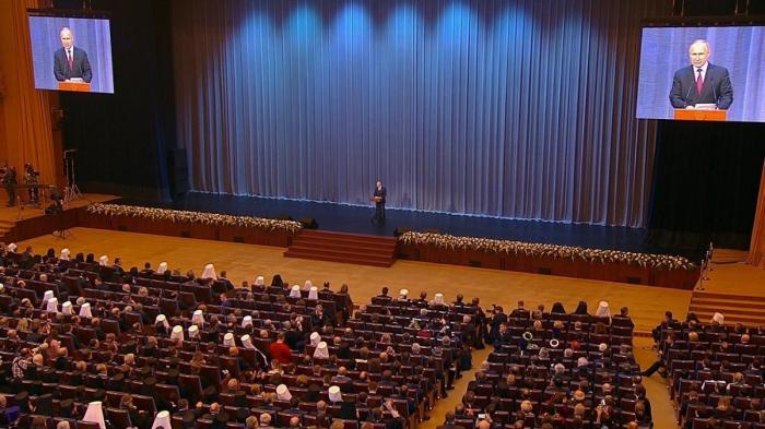Владимир Путин выступил на торжественном собрании послучаю 10-летия Поместного собора РПЦ