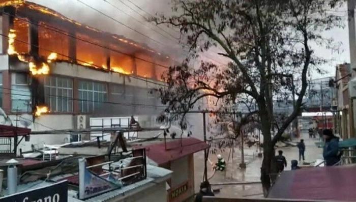 Пожар в Кизляре: сгорели сразу два торговых центра