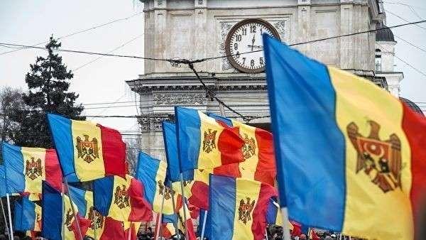Флаги Молдавии во время акции в Кишиневе
