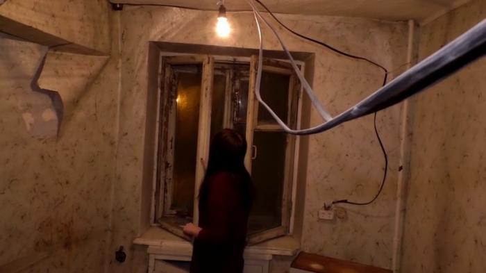 В Новосибирске чиновники выдали семье с ребёнком-инвалидом непригодную для жилья квартиру