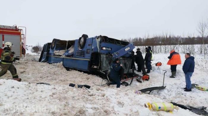 В Калужской области перевернулся автобус с детьми, есть жертвы