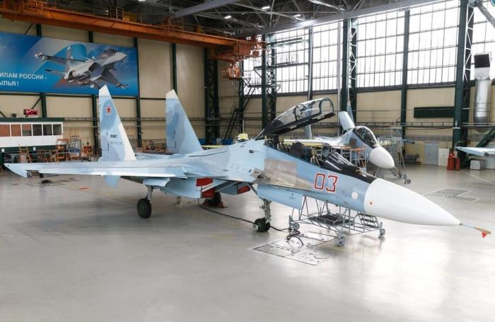 Иркутский авиационный завод впервые представил модернизированный истребитель Су-30СМ