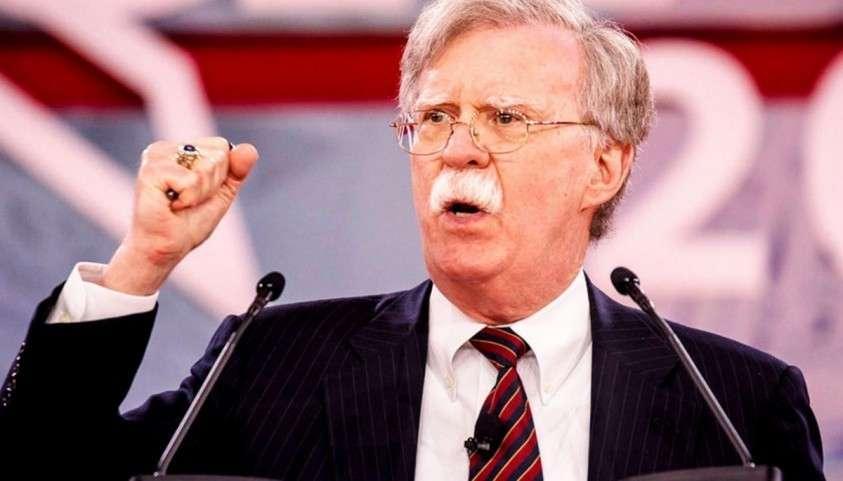 Джона Болтона просто пучит от взаимопомощи Венесуэлы и Кубы