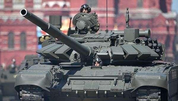 Танк Т-72Б3 на военном параде, посвященном 73-й годовщине Победы в ВОВ. Архивное фото