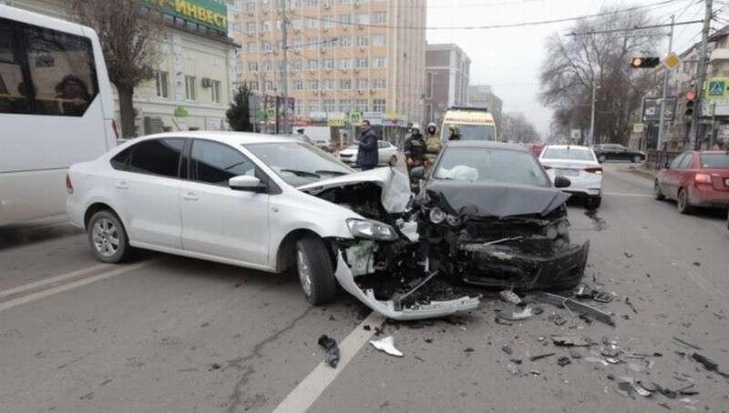 В Ростове виновник массового ДТП показал удостоверение и скрылся