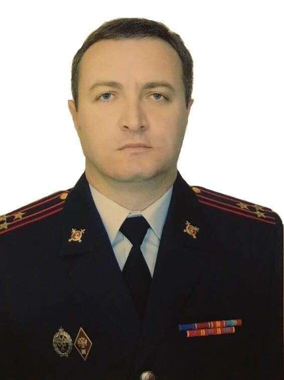 А с кем это бандит Рауф Арашуков, обвиняемый в убийствах? Неужто с полковником Тимуром Бетугановым?