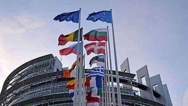 Флаги европейских государств перед зданием Европейского парламента в Страсбурге. Архивное фото