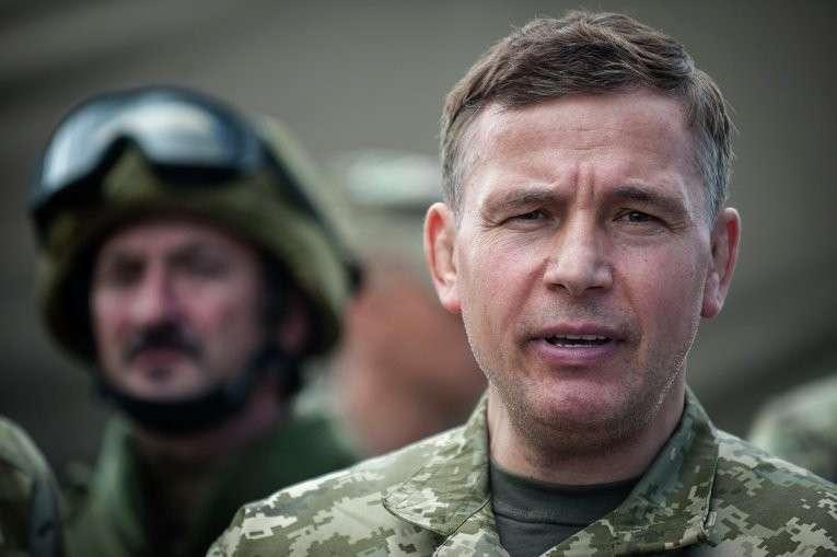 Экс-министр обороны Украины продолжает пребывать в параллельной реальности