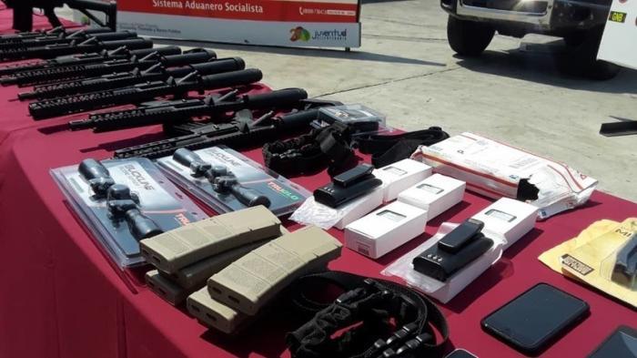 В Венесуэлу из США прибыл полный арсенал для «неизвестных снайперов»