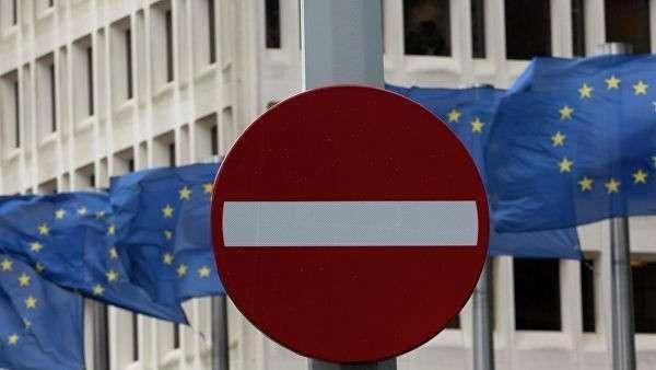 Флаги Евросоюза возле штаб-квартиры Еврокомиссии в Брюсселе, Бельгия