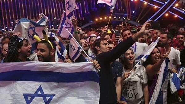Израильские болельщики празднуют победу Нетты Барзилай в финале конкурса Евровидение