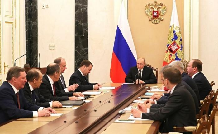 Владимир Путин провёл совещание с членами Совета Безопасности 08.02.2019
