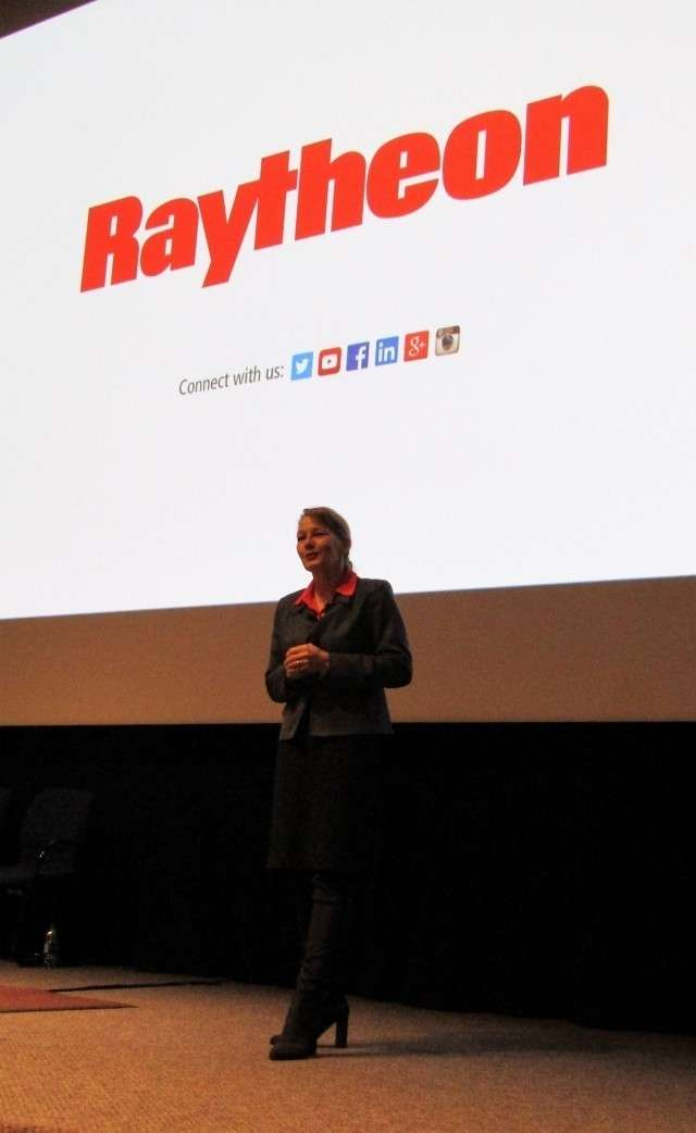 Лаура Дж. МакГилл, вице-президент Raytheon по инженерным разработкам ракетных систем