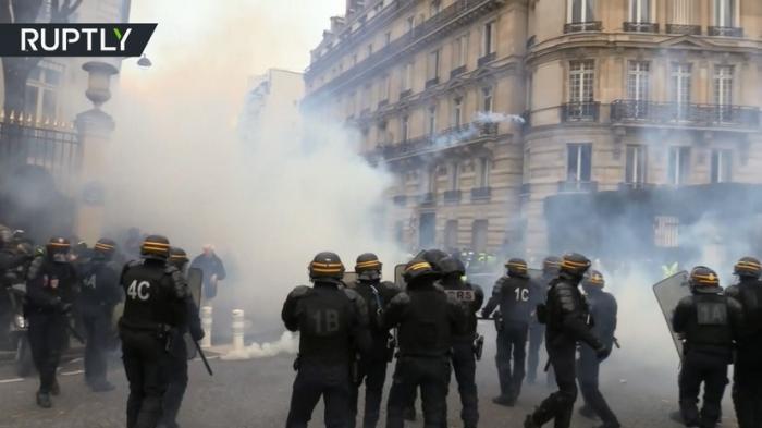 В Париже 13-я акция протеста «жёлтых жилетов» переросла массовые в беспорядки
