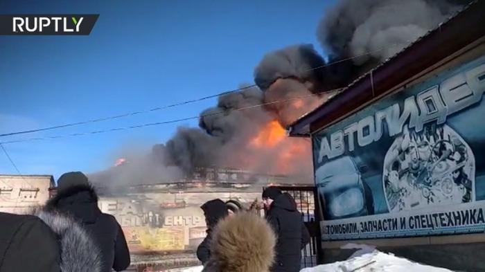 На Сахалине пожар в торговом центре «Океан» полностью уничтожил здание