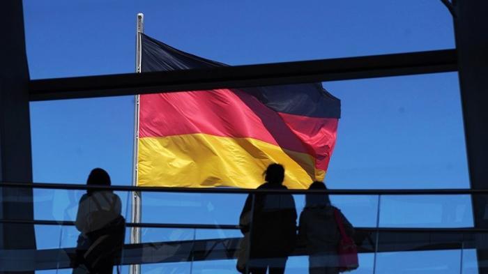 Посол США требует от Германии дани. Очень много денег