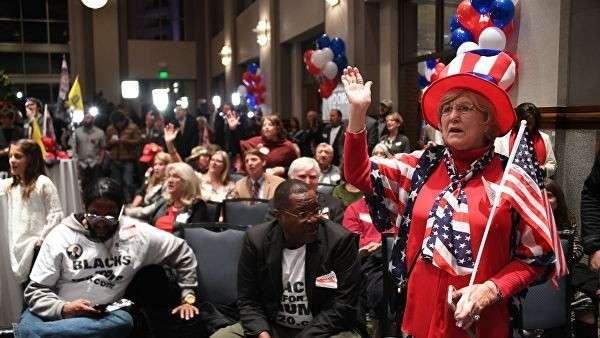 Сторонники кандидата в сенаторы от республиканской партии Роя Мура после объявления результатов выборов в штате Алабама