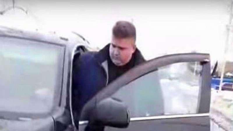 Брянский чиновник пригрозил женщине «дать в рыло» за жалобу на состояние дорог