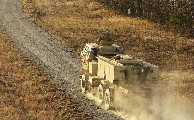 На фото: американская реактивная система залпового огня HIMARS