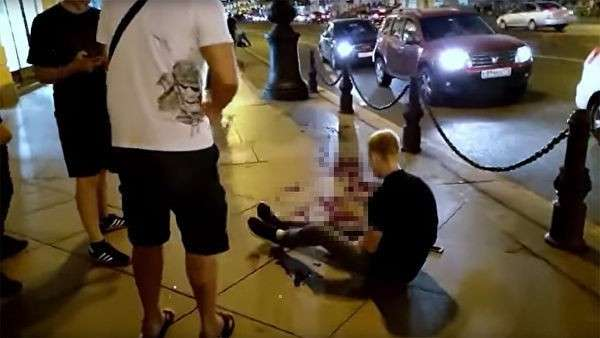 Мужчина, раненый в результате понажовщины на Невском проспекте в Санкт-Петербурге
