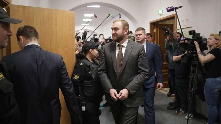 Дело Арашукова заставило Матвиенко задуматься о проверке всех сенаторов