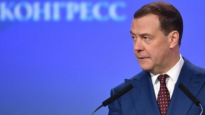 Медведев призвал изменить подход к оценке уровня бедности