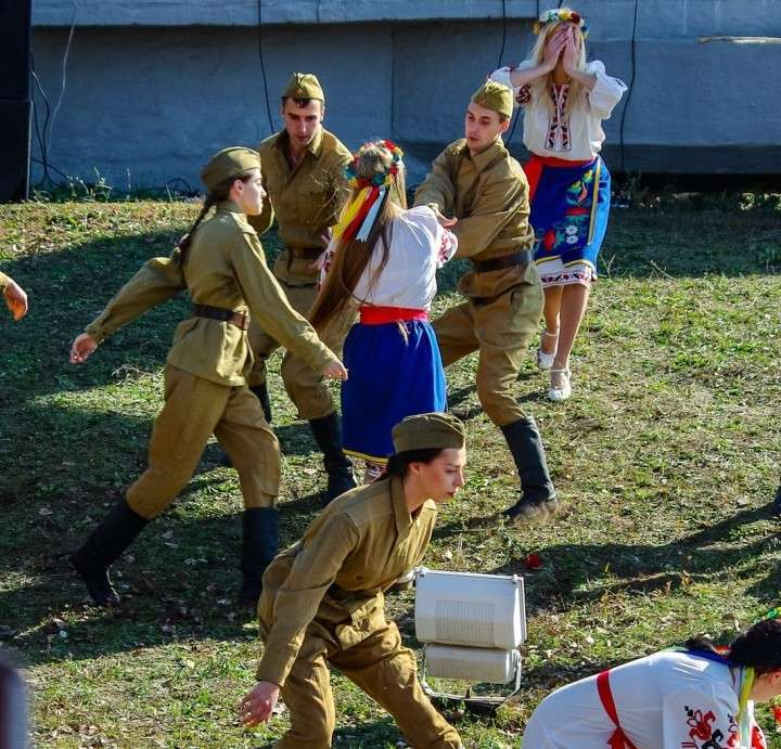 В день освобождения Запорожья власти инсценировали сцены изнасилования украинок советскими солдатами