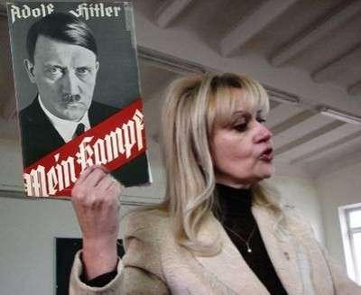 """Фарион на """"Марше славы УПА"""" цитировала Гитлера и  призывала к уничтожению  москалей"""