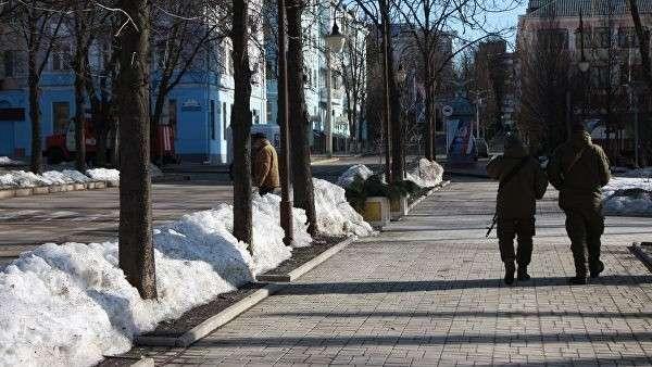 Военнослужащие ДНР патрулируют в центре Донецка, где прогремели три взрыва. 18 февраля 2019