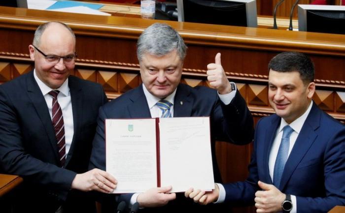 Порошенко подписал закон озакреплении вконституции курса Украины на вступление вЕСиНАТО
