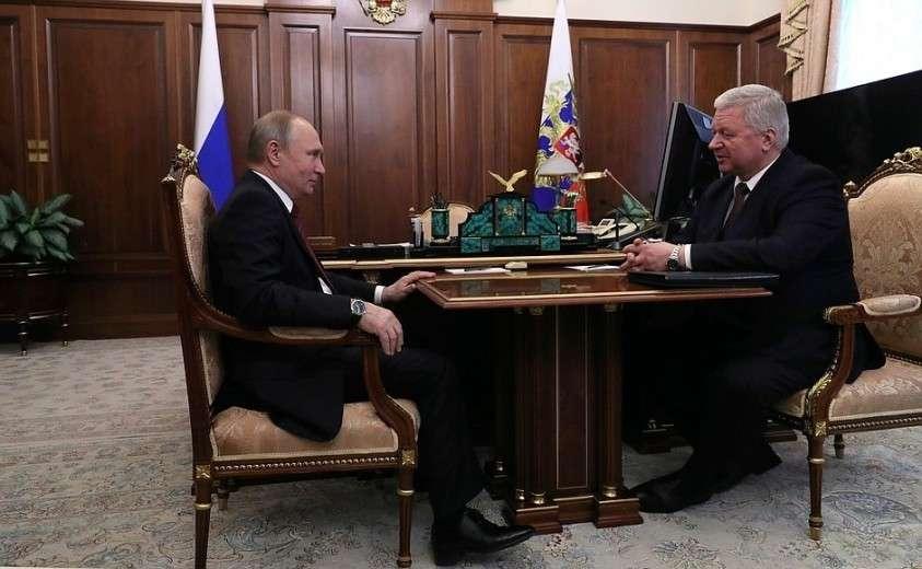 С председателем Федерации независимых профсоюзов России Михаилом Шмаковым.