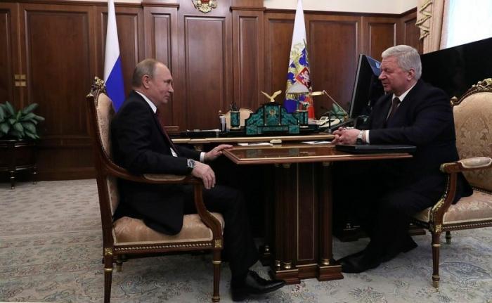 Владимир Путин провёл рабочую встречу с председателем независимых профсоюзов Михаилом Шмаковым