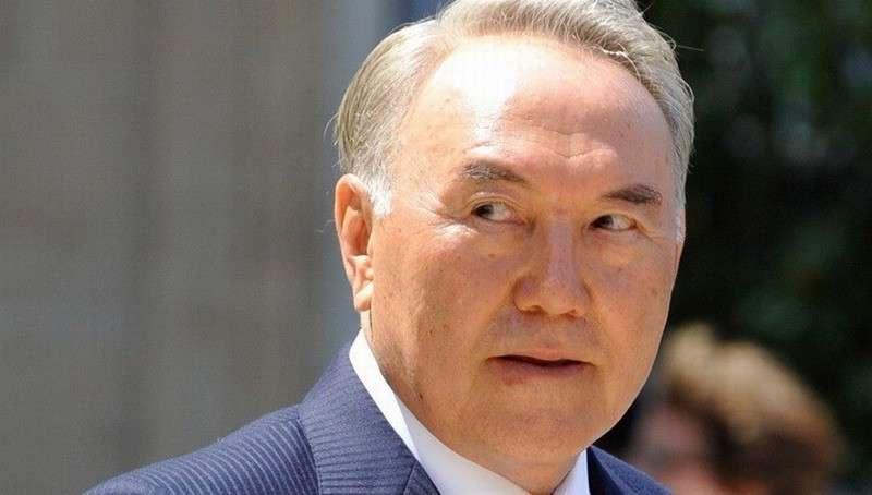 Назарбаев отправил правительство в отставку за отсутствие