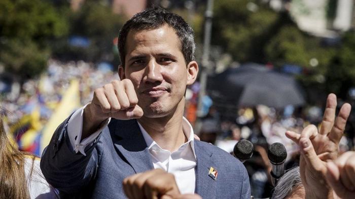 Переворот в Венесуэле. Гуаидо подписал первый «президентский» указ