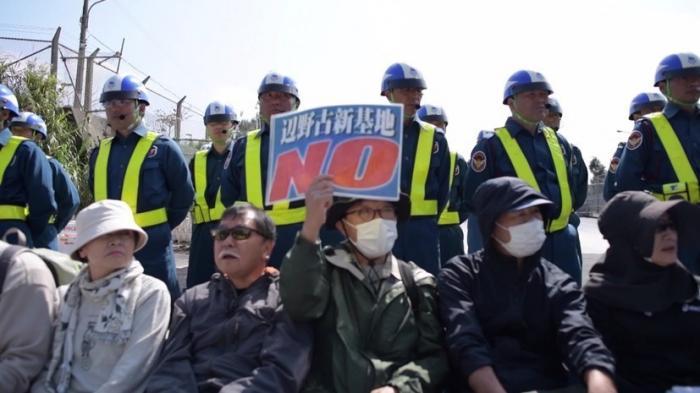 Японцы провели демонстрацию против военной базы США в город Наго на острове Окинава