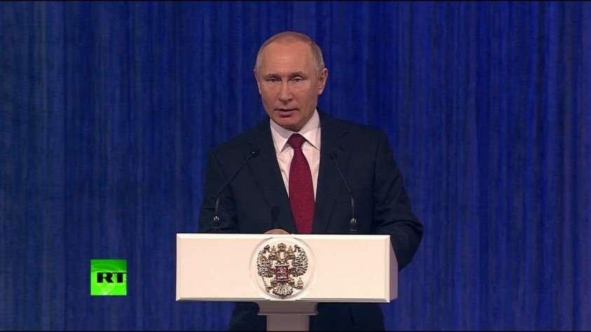 Путин поздравил вооруженные силы с Днём защитника Отечества