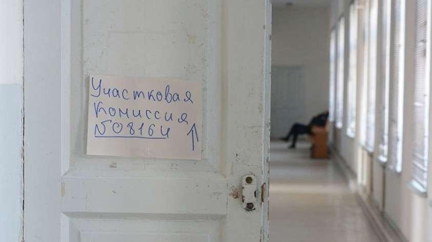 Избирательный участок в Симферополе накануне референдума 16 марта