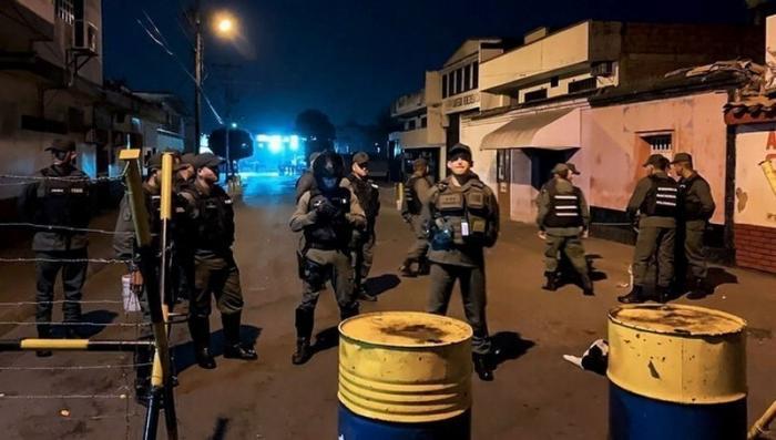 Колумбийские дипломаты вместе с семьями пешком ушли из Венесуэлы
