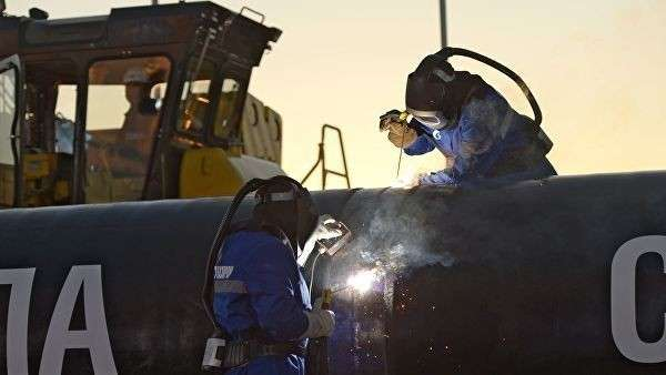 Сварка шва звена магистрального газопровода Сила Сибири. Архивное фото