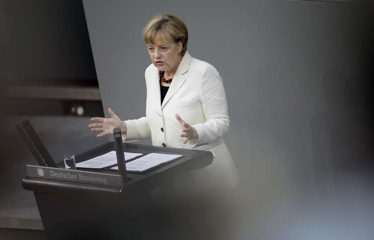 Меркель: санкции против России не исключают диалог с Москвой