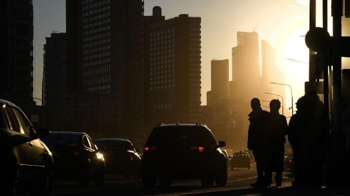 Россияне завязывают с водкой и пересаживаются на автомобили
