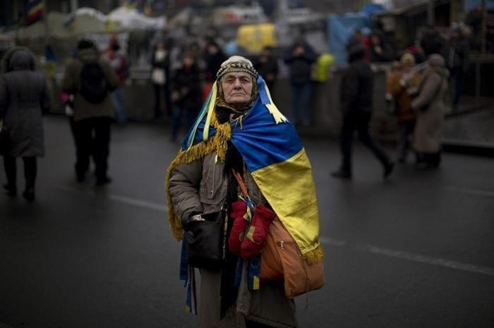 Более 40% украинцев живут в нищете. Продолжайте скакать на майдане