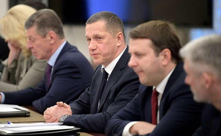 Перед началом совещания с членами Правительства.