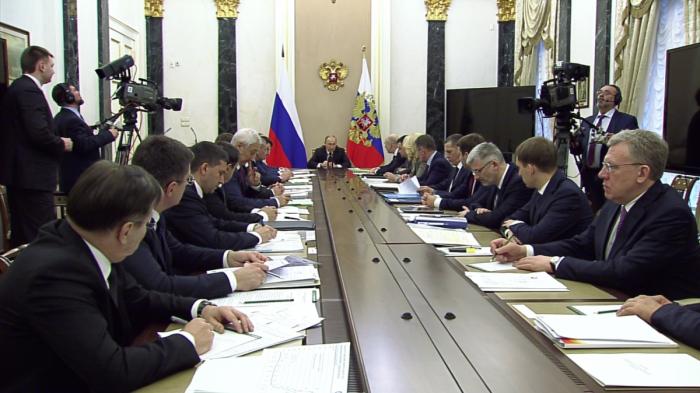 Владимир Путин провёл совещание с членами Правительства по теме развития Арктики