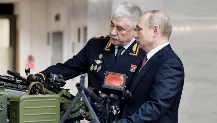 Владимир Путин посетил выставку перспективных образцов вооружения, организованную в здании МВД