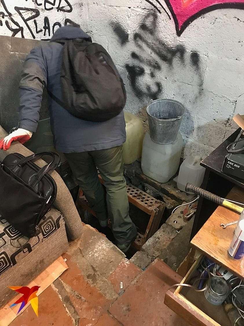 В этом гараже находился интернет-магазин наркотиков Фото: Дина КАРПИЦКАЯ