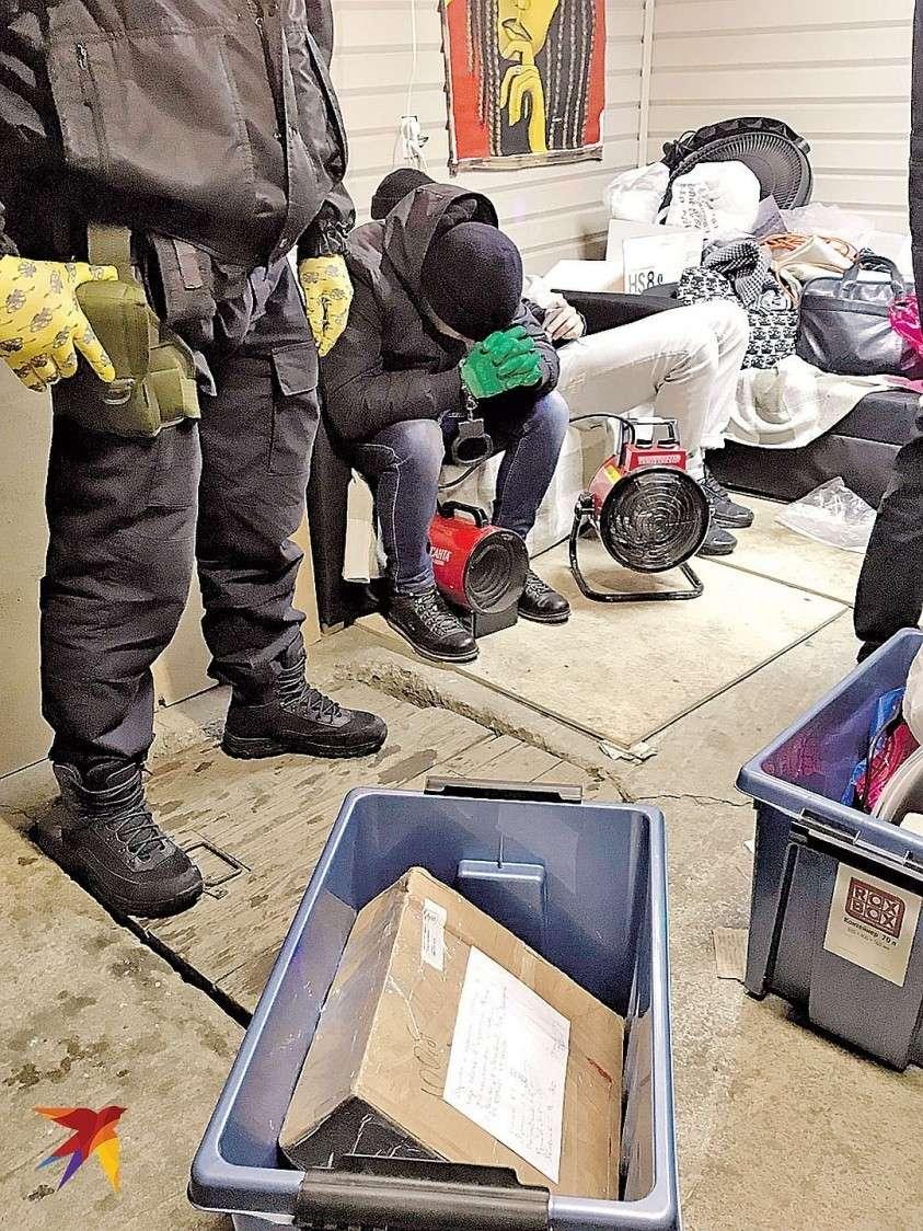 Хозяин интернет-магазина наркотиков на обыске. Впереди у него гигантский тюремный срок. Фото: Дина КАРПИЦКАЯ