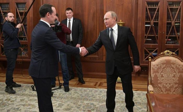 Владимир Путин встретился сглавой компании «Россети» Павлом Ливинским