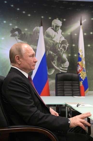 На рабочей встрече с губернатором Красноярского края Александром Уссом.
