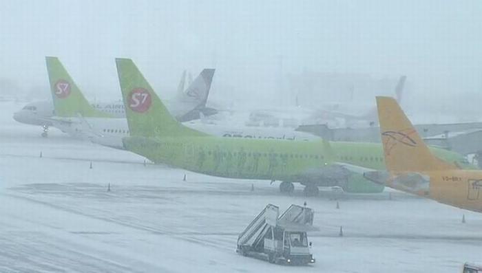 В Москве объявлен жёлтый уровень опасности отменены и задержаны десятки авиарейсов